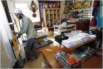 CSUEB student Jabir Tarin opens new store selling fashionable Muslim clothing.