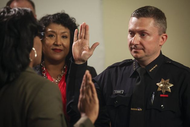 Photo of CSUEB alumnus Sean Whent being sworn in as interim Oakland Police Chief.