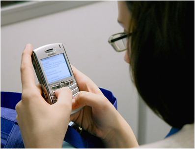 texting (by: Getty Images/Chicago Tribune)