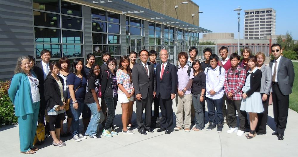 FIT and CSUEB students with President Shimomura, Interim President Morishita and faculty advisors