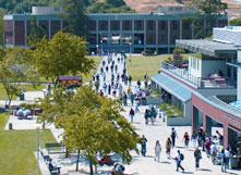 m-campuswalkwaycrowd-011310.jpg
